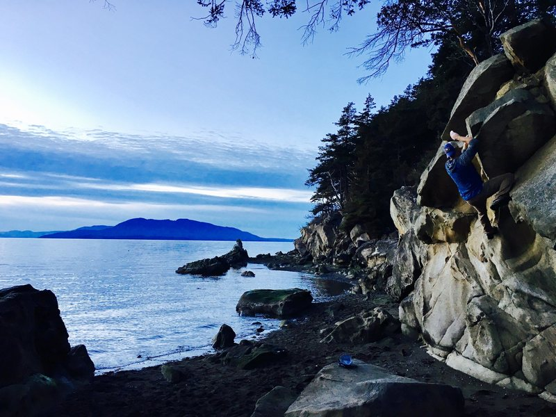 Rock Climbing Photo: Clayton Beach Blocky overhang with an exciting top...