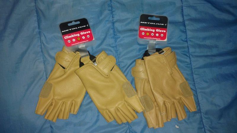 Gloves $28