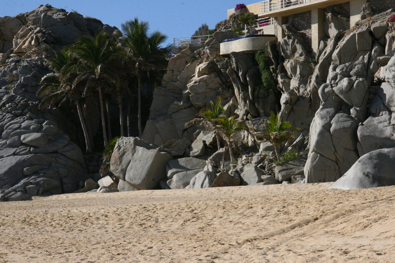 Some good boulders just under a giant mansion on Playa Pedregal.