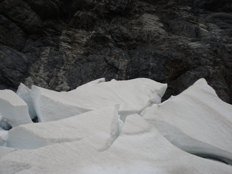 Route through Hooker Icefall, over the seracs in the bergschund, and on to Pudding Rock