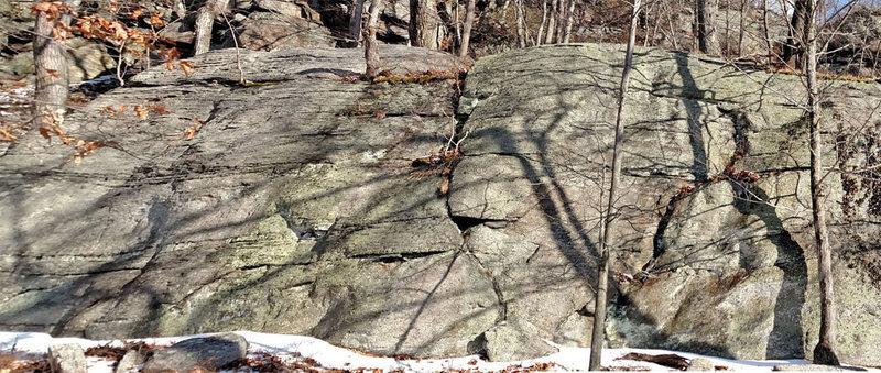 Rock Climbing Photo: Crazy Tree rock : Left end