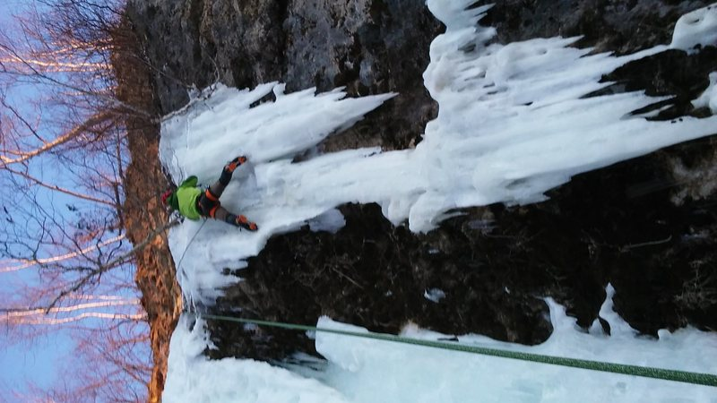 a nice traverse from the main climbing to this hanging ice