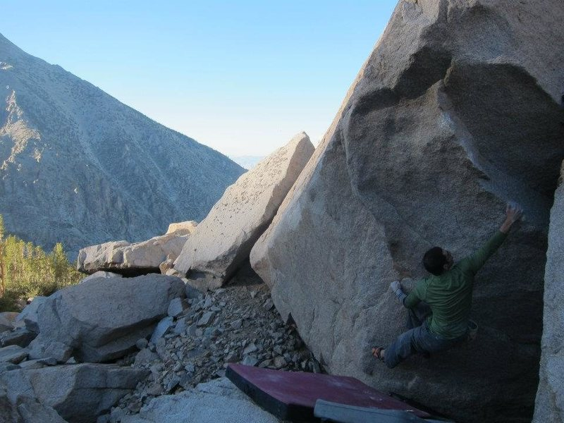 Exploring the bouldering potential around Robinson Lake, High Sierra