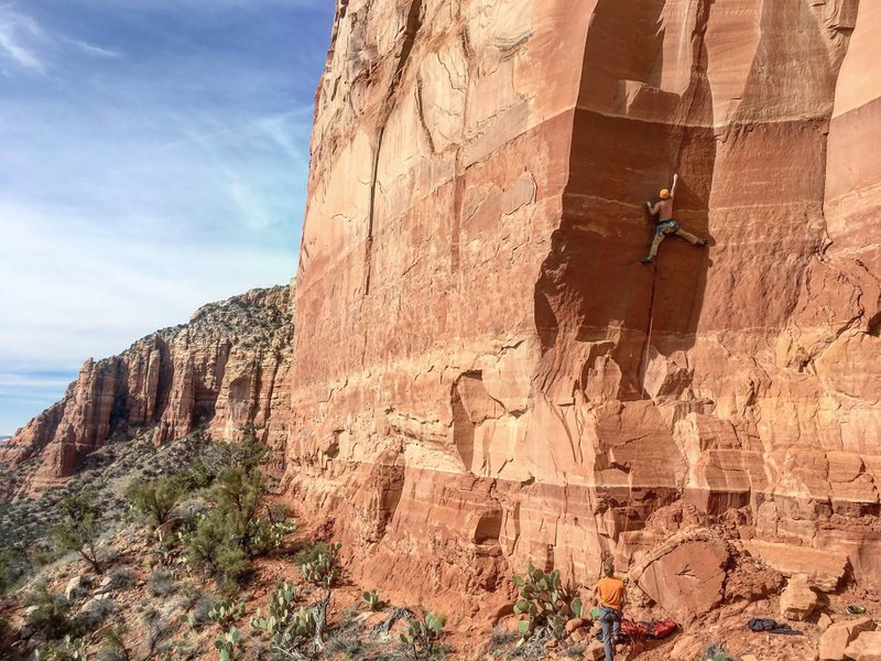 Kyle leading Poquito Bandito (11+)@SEMICOLON@ with Nick on belay