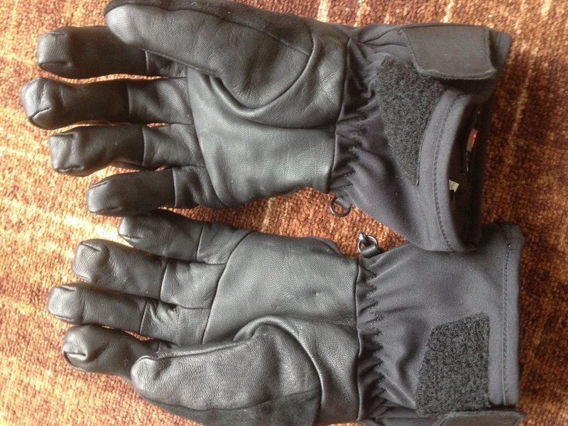 yep, another pic of brand new gloves.