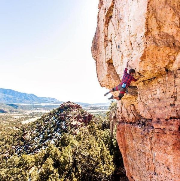 Rock Climbing Photo: Pulling the roof on Catitude.  Photo by Kris Ugarr...