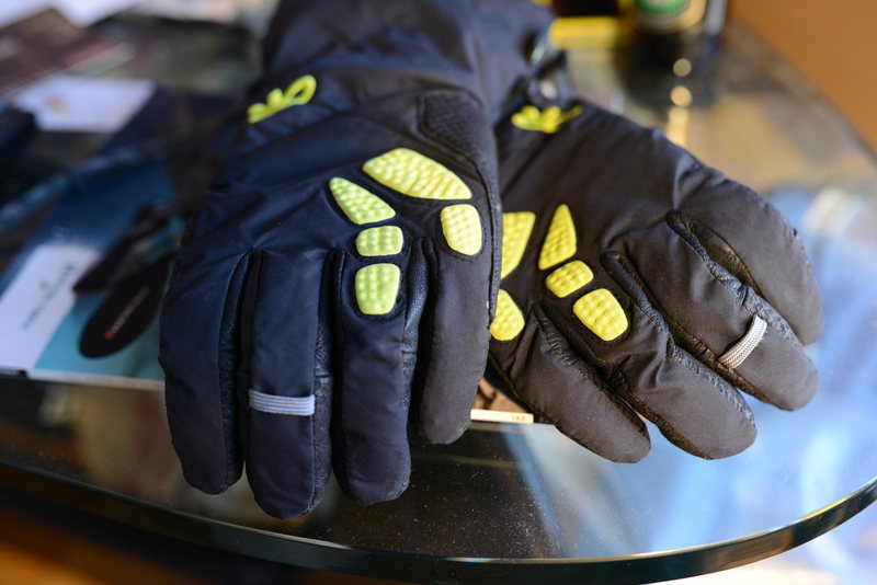 gloves front