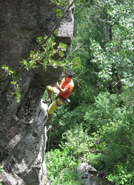 Rock Climbing Photo: Getting established on the overhanging arete of Ts...