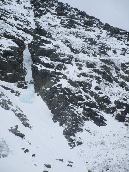 Rock Climbing Photo: Henderson ridge in winter. Note North Gully flow l...