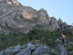 Rock Climbing Photo: Walking the 3rd class scramble above El Bobo, head...
