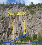 Rock Climbing Photo: Zone d'herbe à puce et sentier pour la contou...