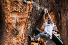 Rock Climbing Photo: Guy cranking on Loose Cannon (V9)