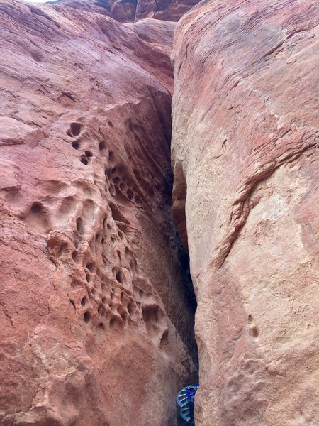 Rock Climbing Photo: Looking up the honeycomb offwidth from the first b...