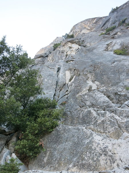 Looking up on p1. We were able to scramble higher up right than this so look out for this corner and the characteristic choke stone.