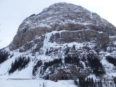 Rock Climbing Photo: Mt. Stephen buttress, Twisted (all ice) is on the ...