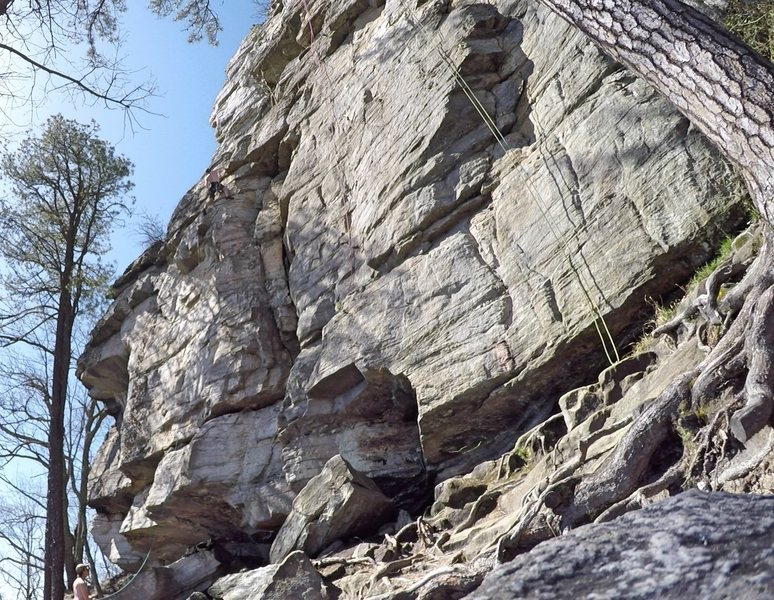 Approaching the midpoint ledge on Thin To Win, top ropes to the right hanging from Chicken Bone and Pilot Error aka Right Chicken Bone