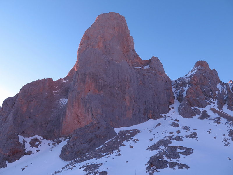 the west face of pico urriellu (naranjo de bulnes)