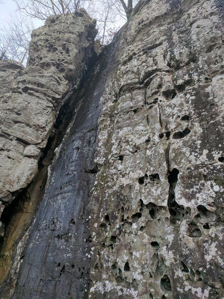 Rock Climbing Photo: Van Damme climbs right up through the middle of th...