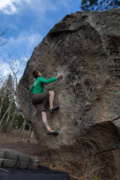 Rock Climbing Photo: Hanks Lunge from the right.  Photo courtesy of Ale...