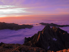 Rock Climbing Photo: Beautiful twilight from the top of the tallest pea...