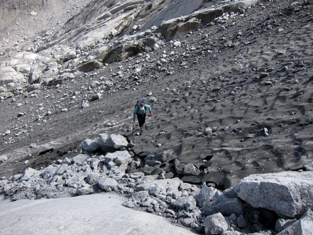 Approach across the glacier to Bügeleisen