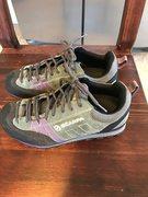 Size 36. Great condition. Vibram Sole. Purple, greenish.