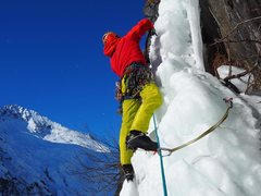 Rock Climbing Photo: Tim taking off of on pitch 2 after the fat ice on ...