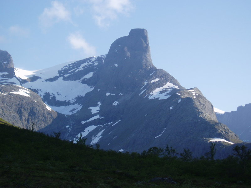 Romsdalhorn from the approach road