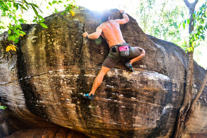 Rock Climbing Photo: Hanging Nest V2