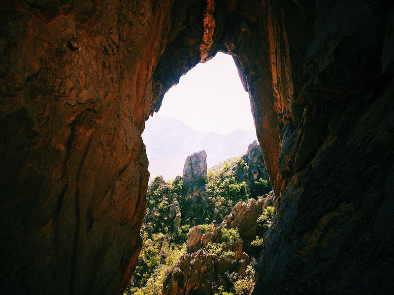 Rock Climbing Photo: Intermediate belay on Pitch 1 with a nice window v...