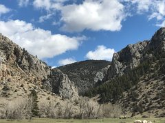 Rock Climbing Photo: Avalanche Gulch looking east from dirt road.