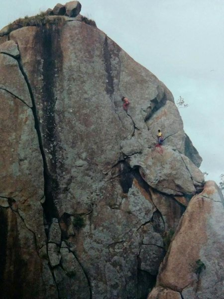 Rock Climbing Photo: Unmarked pic showing the cracks