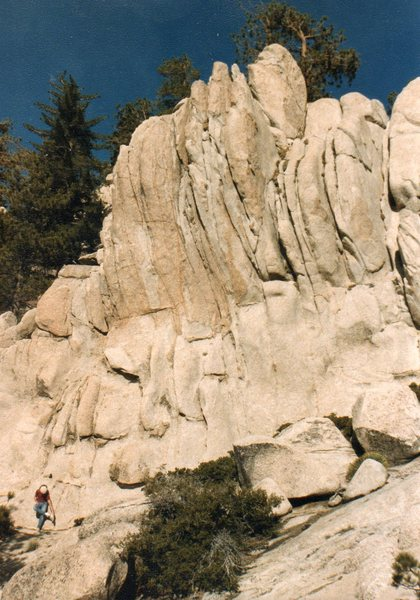 South side of an interesting crag we climbed near Cloudburst summit-ca 1980. The orange-ish top half of the rock can be top roped and is pretty solid.
