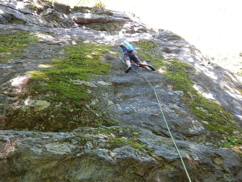 "taking a break on ""dung beetle"". Another awesome climb at Rumney!"