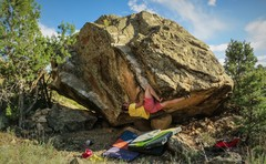 Rock Climbing Photo: One move deep on IT. A slight knee-bar worked for ...