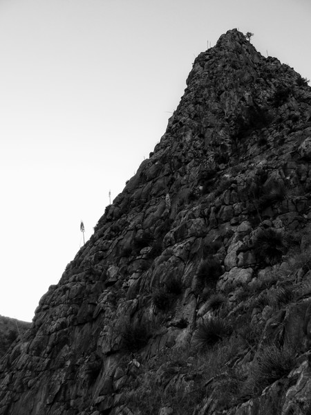 Rock Climbing Photo: Profile view of the SE arete as seen on the descen...