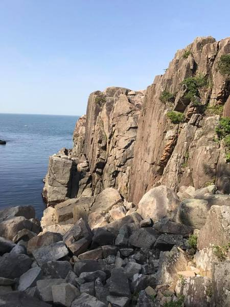 All of these rock faces can be topped with a trad anchor, you can walk to the top top place your anchor/rope, and walk down. Plenty of space at the bottom for a belayer. WATCH OUT FOR HIGH TIDE. This photo was taken from higher ground so the faces look WAY smaller than they actually are. In between the two faces in the photo there is a cravasse with a good 40 ft wall. The ones you see are about 35ft.