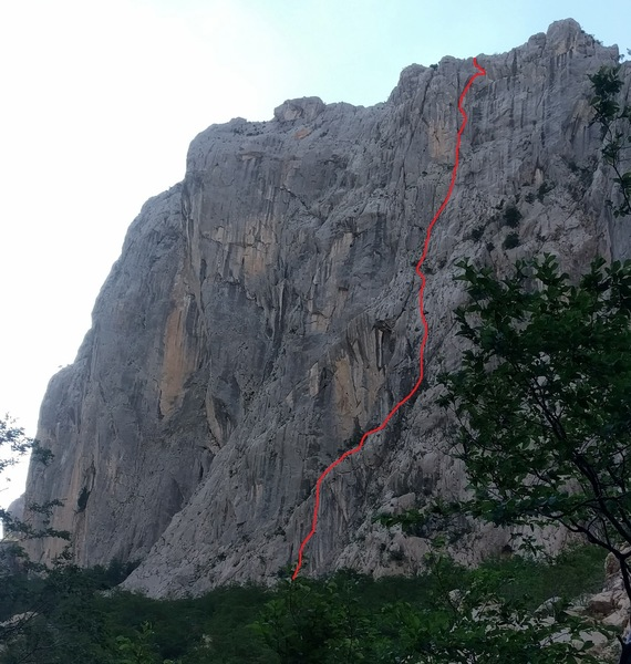 Rock Climbing Photo: A rough, very rough, estimate of where the route w...