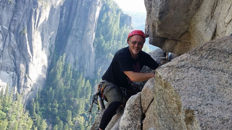 Dave Kesler on the last pitch right by the anchors. Aesthetic route with beautiful cracks exposure and views