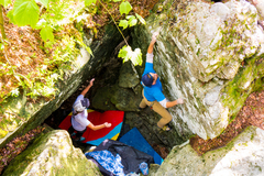 Rock Climbing Photo: Wes White getting so pitted!!! The Pit V1