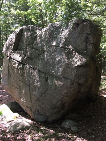Rock Climbing Photo: Shoreline Boulder
