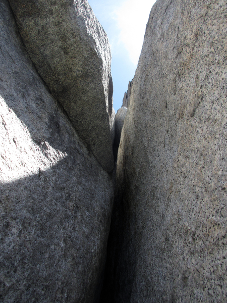 The crux of Death Flake, where the chimney/squeeze suddenly turns into an offwidth/squeeze. Time to get out the big cams!