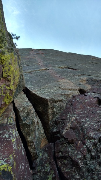 Rock Climbing Photo: The excellent finger crack P2 from the loose belay...