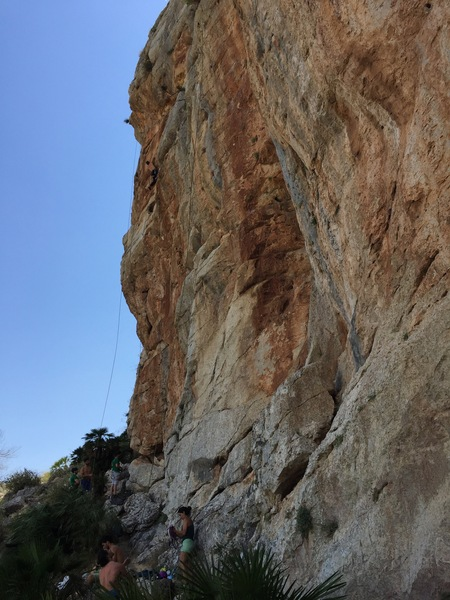 Si te gusta el pique, pique, climbs the steep wall to the right of the arete.