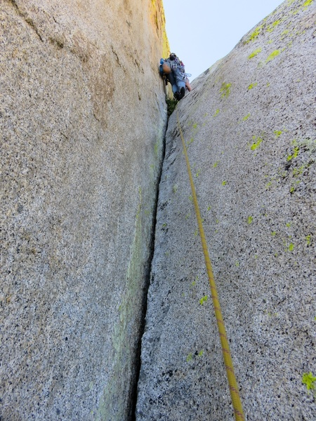 Final hand crack to below summit block (Pitch 8 for us).