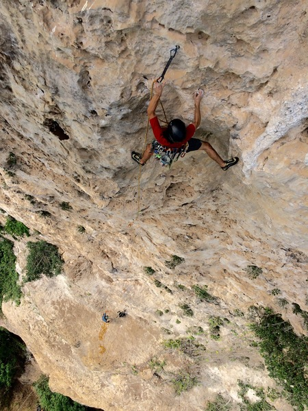 Jorge Lassus clipping after the arete crux.