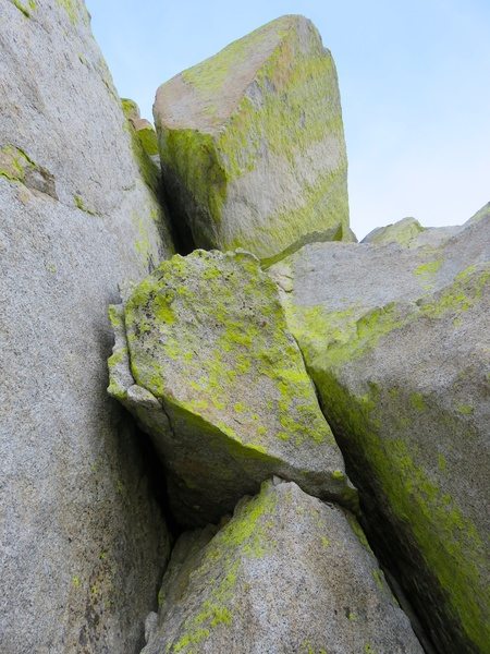 Rock Climbing Photo: The final pitch continues up blocky terrain to the...