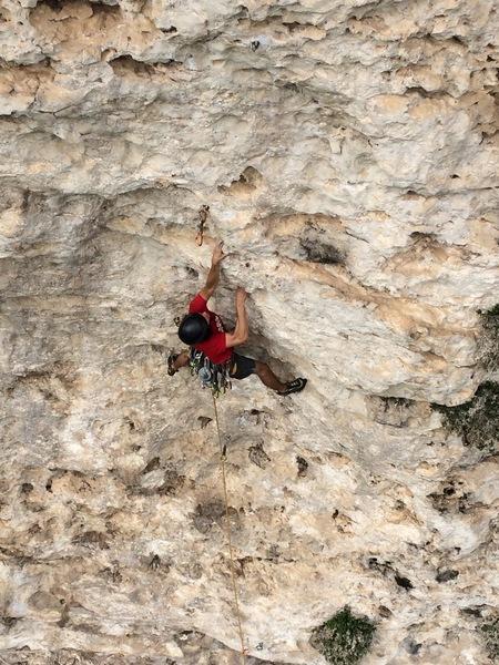 Jorge Lassus onsighting the lower crux on Murcielago.