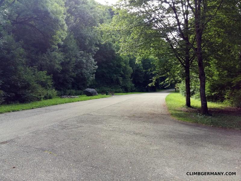 Rock Climbing Photo: The parking lot for Aussichtsfels and Dreiecksfels...