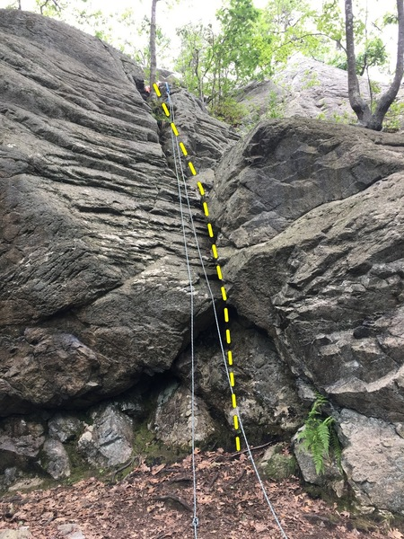Middlesex Fells - Pinnacle (Crag 1) - Offwidth, 5.7.